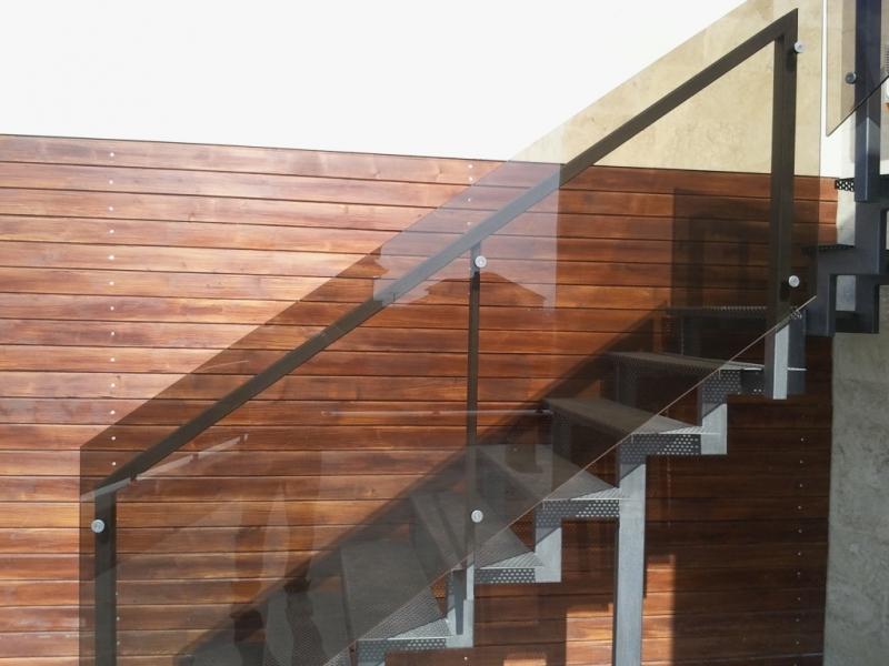 Balustrada din otel vopsit si sticla securit 3