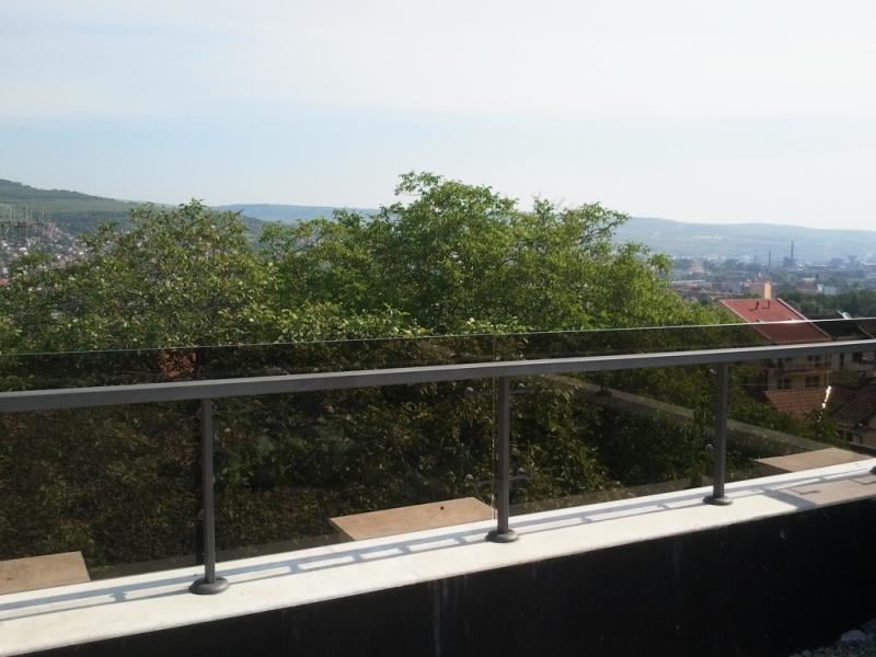 Balustrada din otel vopsit si sticla securit 2