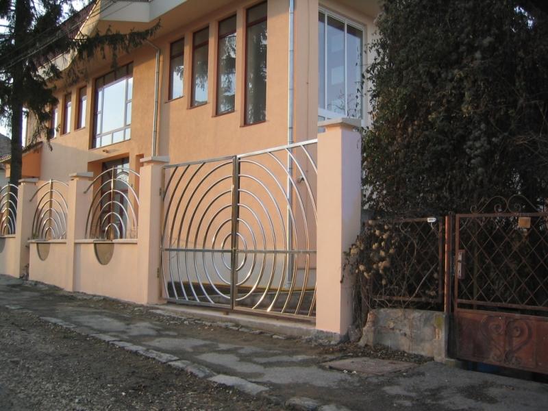 Poarta si gard din otel lustruit